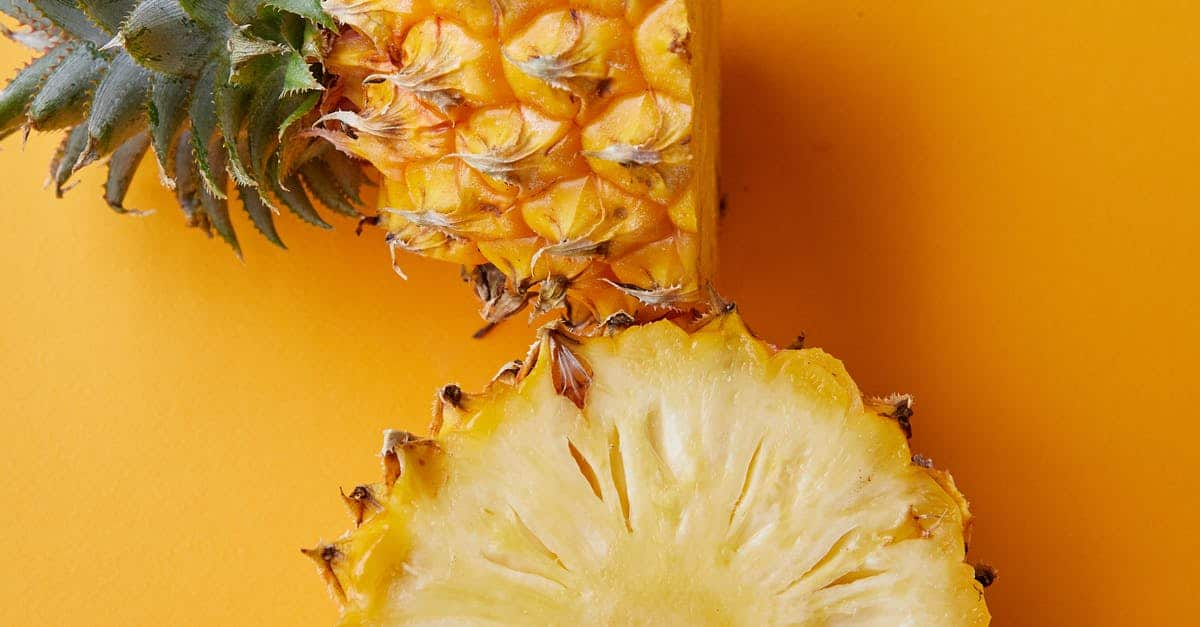A close up of a pineapple